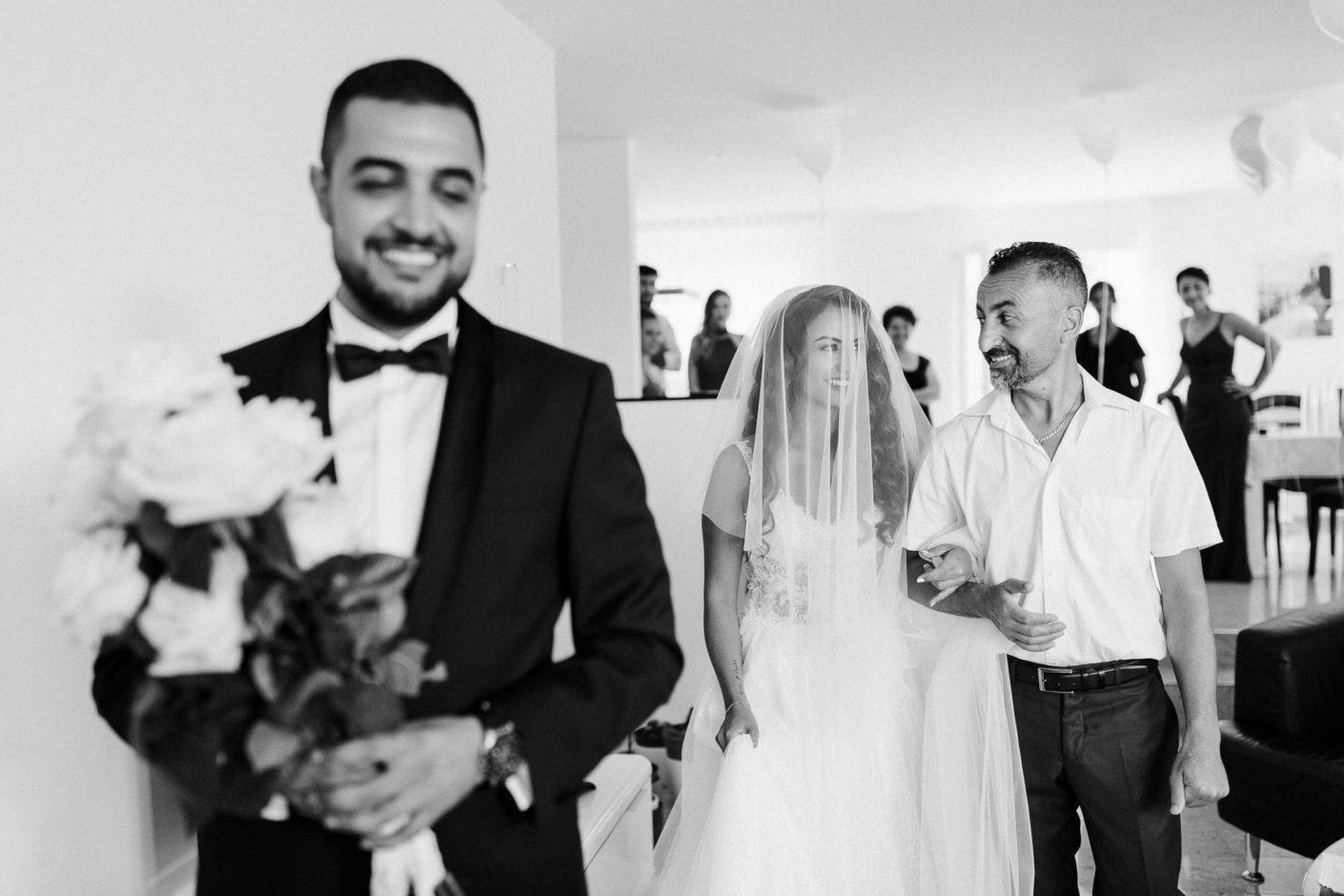 hochzeitsfotograf-kerim-kivrak-basel-hochzeitslocation-salmegg-haus-schweiz-rheinfelden-destination-wedding-photographer-trauung-standesamt-münchen-hochzeitsfotoalbum-hochzeitsdeko-0055